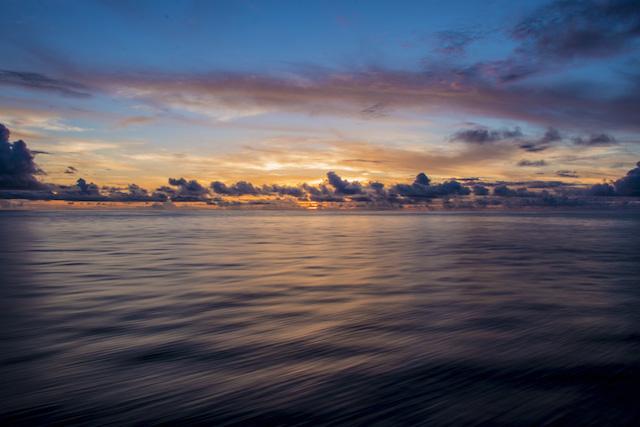 小笠原諸島への日の出 hitoiki 海 sea