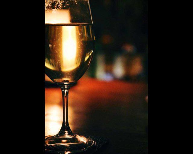 秘訣公開!白ワインにレモンを加えると美味しさが格段にアップする!?