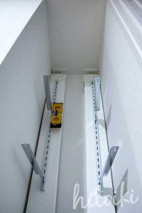 DIYミルクペイントで塗装した洗面所の白い棚