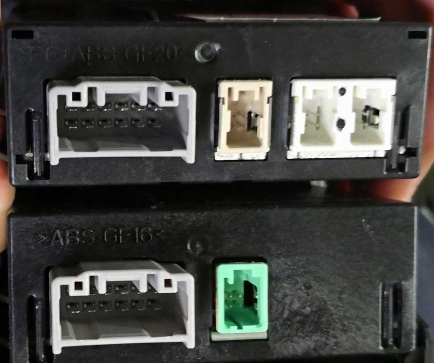 マツダコネクトがカープレイやアンドロイドオートに対応!取り付け方法や操作方法の写真 mazda_carplay_androidauto_aux_units_compared