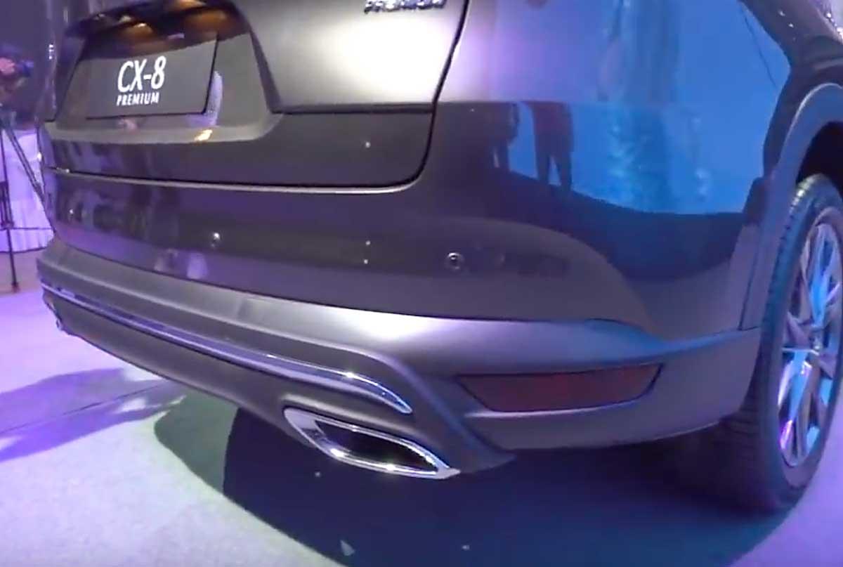 CX-8のリアバンパーに新デザイン発見!リアデザインにメッキ加飾追加とビルトインマフラーに!年次改良前と比較! mazdacx8_cx8_rear_design_of_cx-8_04